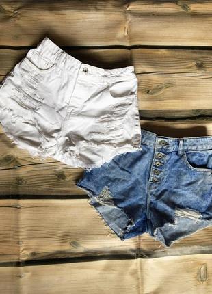 Стильные рваные белые шорты