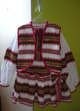 Український костюмчик для дівчинки років 4-7,має чудовий вигляд
