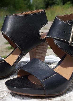 Босоніжки, туфлі clarks artisan