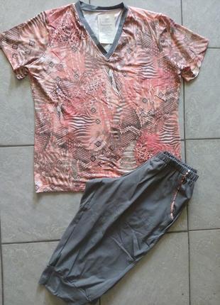 Женские костюм футболка капри трикотаж розмір-50,52,54,58