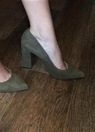Офигенные туфли лодочки болотного цвета высокий каблук vero moda