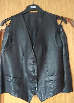 Костюм жилетка и юбка натуральная кожа размер s-м