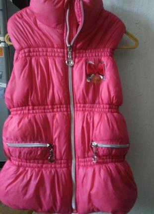 Красивая и теплая жилетка для девочки
