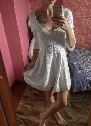 Белоснежное платье bershka