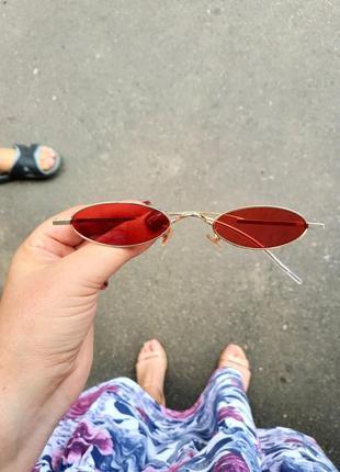 Стильные трендовые очки с прозрачной красной линзой