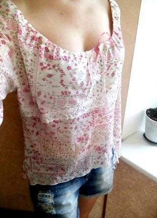 Блуза цветочная со шнуровкой открытые плечики
