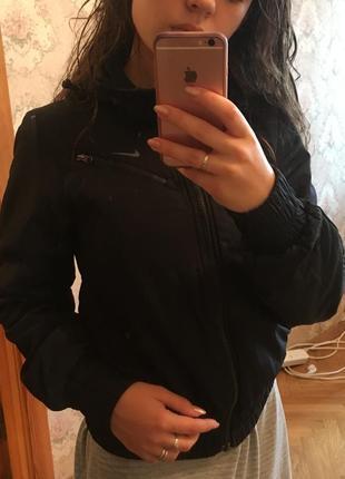 Классная спортивая куртка nike оригинал!