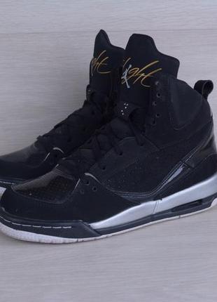 Стильні кросівки від nike air jordan