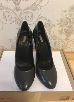 Фирменные туфли кожаные натуральная кожа испания 39 40 39.5 бренд uterque серий черный