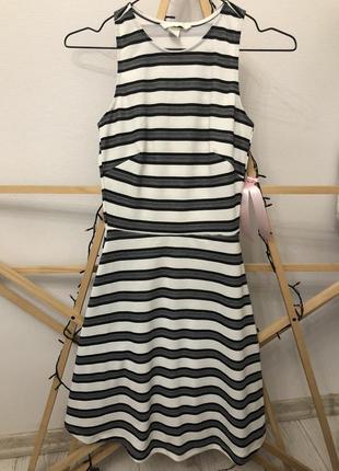Классное приталенное платье в полоску от h&m xs