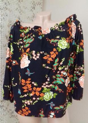 Летняя чёрная блуза с цветочным принтом atmosphere