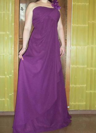 Длинное вечернее атласное платье с корсетом