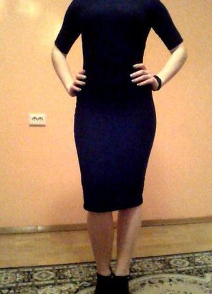 Чёрное платье длинны миди