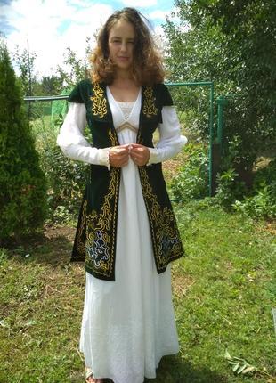 Жилетка в народном казахском стиле