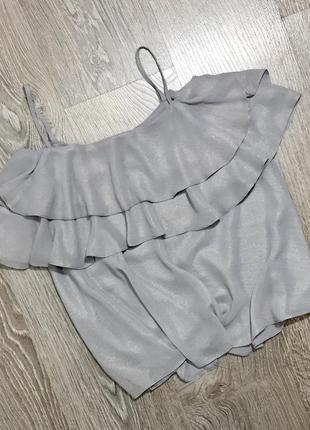 Шифоновый топ с оборкой по груди из переливающейся ткани