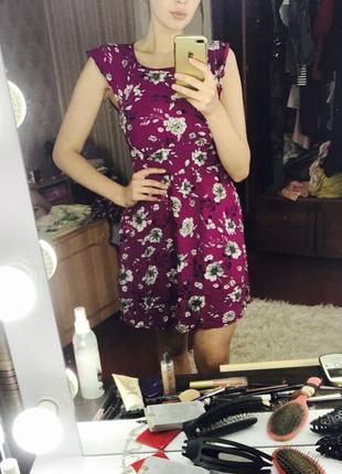 Платье цветочный принт, открытая спина