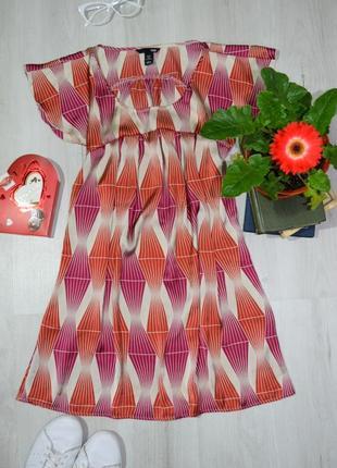 Легкое женственное свободное атласное платье геометричный принт воланы