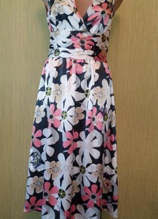 Красивое платье с необычной вышивкой