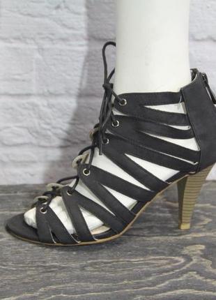 Классные  босоножки kiabi со шнуровкой 36 размер