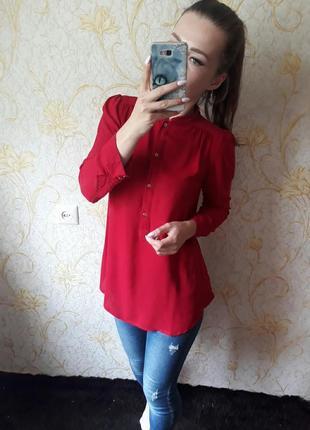 Шикарная алая блузка с удлиненной спинкой