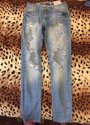 Рваные джинсы светло-голубой цвет