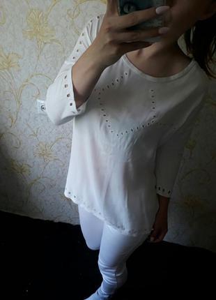 Красивенная белая блузка кофта