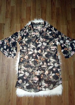 Удлиненная блуза рубашка в цветы с воланами рюшами на рукавах