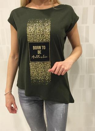 Удлинённая футболка с золотым принтом. mohito. размеры уточняйте.