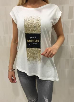 Белая футболка с золотым принтом. mohito. размеры уточняйте.