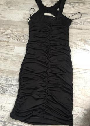 Платье по фигуре очень красивое