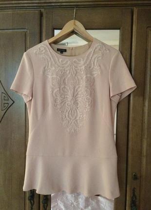 Блуза с вышывкой escada