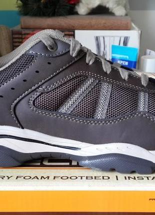 Skechers новые оригинал кожаные кроссовки размер 42  ( по стельке 27,5 см.)