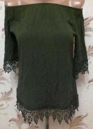 Очень красивая блуза с кружевом плечи резинка! модный цвет хаки !