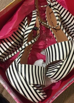 Летние босоножки в полоску на удобном каблуке chinese laundry women's shoes