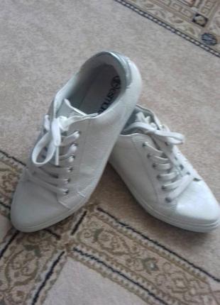 Кросівки esmara