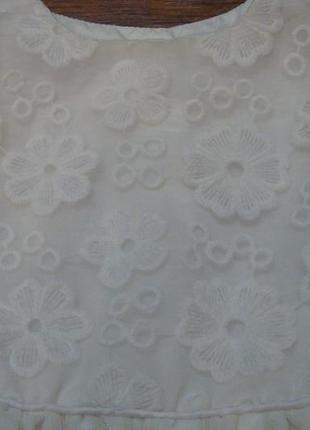 Нежное белое платье young dimension 9-12 мес с фатином и вышитыми цветочками3