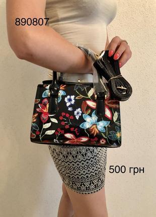 Лаковая сумка -клатч с принтом цветов