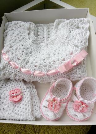 Очень красивый комплект для новорожденных