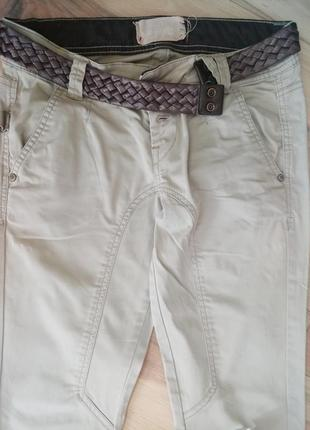 Светлые брюки в идеальном состоянии
