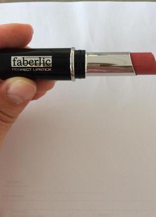 Губная помада «стойкий поцелуй», тон жаркие объятия faberlic (фаберлик)
