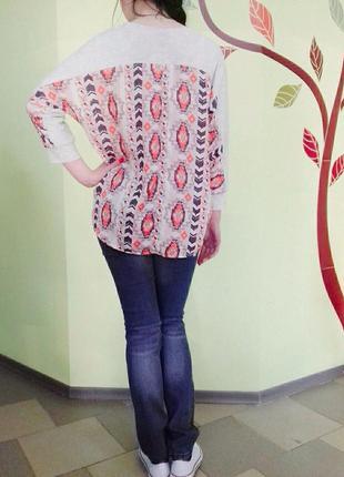 Интересная блуза с удлиненной спинкой и интересным ярким принтом!