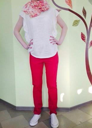 Красные брюки,отлично дополнят ваш образ и не оставят без внимания!