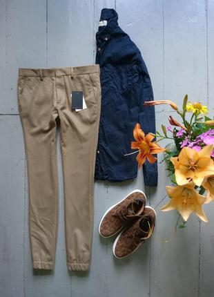 Актуальные зауженные брюки сигаретки с тонкими лампасами с манжетами №63