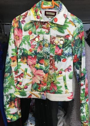Куртка с тропическим принтом