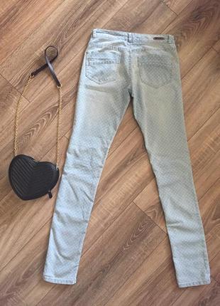 Джинсы скинни, зауженные джинсы