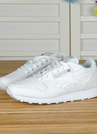Кроссовки полностью белые из кожи. классика. в стиле reebok classic