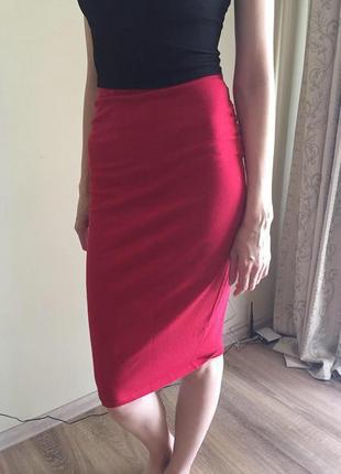 Красная юбка карандаш миди