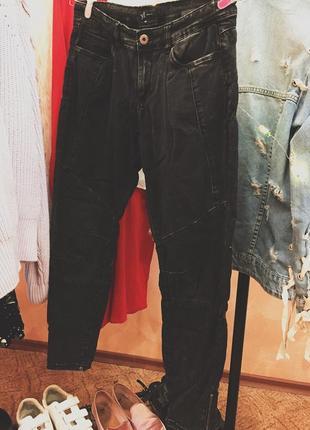 Темные серые джинсы reserved