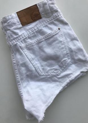 Короткие белые шорты zara