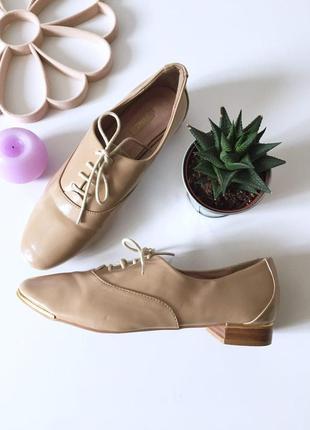 Стильные лаковые туфли на низком каблуке и  шнурках  от next